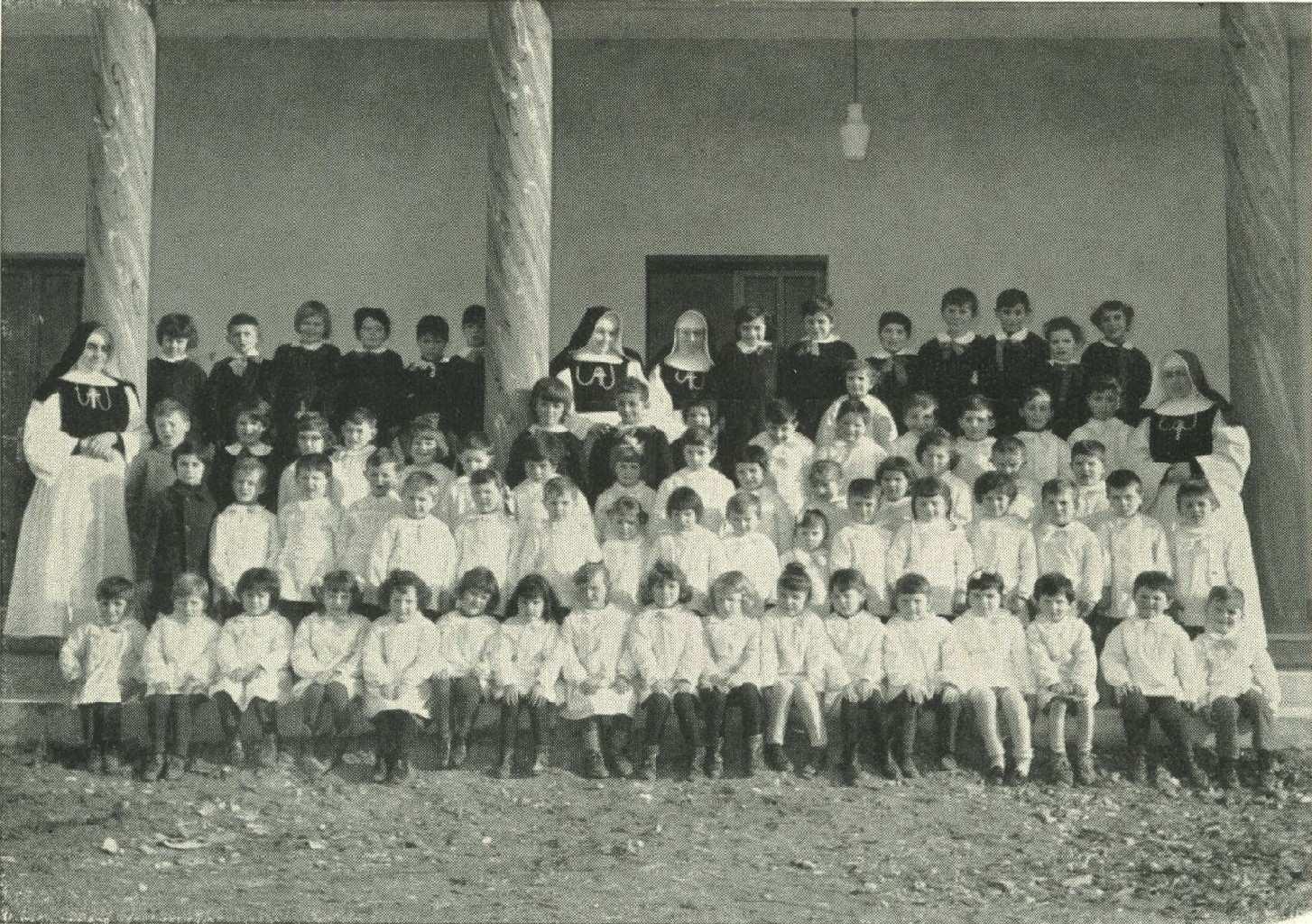 Scuola-Materna-S.-Maria-Goretti-I-giorno-di-scuola-5-nov-1964